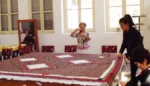 Students working on a quilt (Foto by Fatma Altayli)